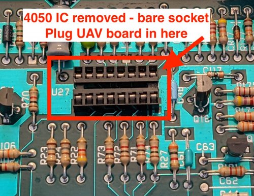 Photo of the bare 4050IC socket